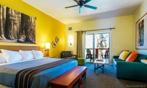 Rush-Creek-Lodge-King-Room-and-Sitting-Area-Kim-Carroll_w