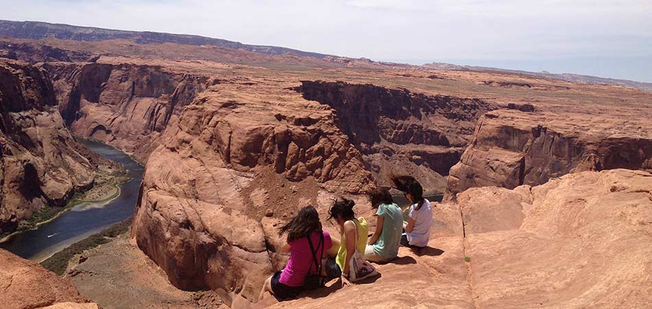 Horseshoe Bend with women sitting on the edge