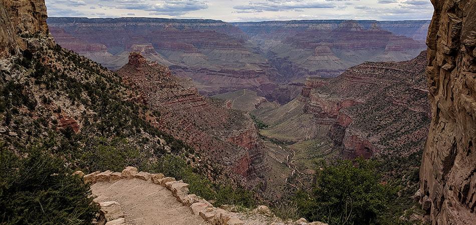 Grand Canyon South rim hiking trail